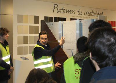 D. Pablo Álvarez, Director del Departamento Técnico, durante sus explicaciones a los alumnos de MASCOMEX