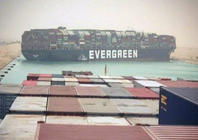 El barco Ever Given encallado en el Canal de Suez