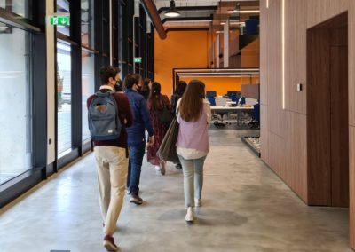 Los alumnos de MASCOMEX durante el recorrido por las instalaciones de Bahía Software