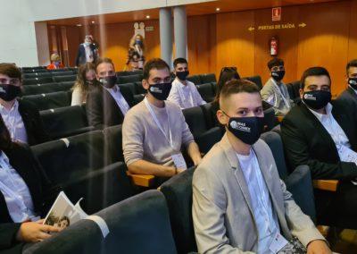 Los alumnos de MASCOMEX en el Palacio de Congresos de Santiago antes de iniciar el 4º Congreso Internacional de RRHH de APD