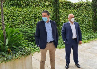 Miguel Otero, Director de MASCOMEX, y Martín Gómez, Socio Director de BAHÍA SOFTWARE, durante la visita a sus instalaciones