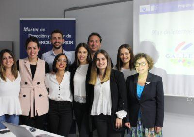 Natalia Rozados, Directora Comercial de CENTRAL LECHERA GALLEGA con los alumnos de MASCOMEX que elaboraron su Plan de Internacionalización junto con los tutores Enrique Aygües y Ana Sáinz
