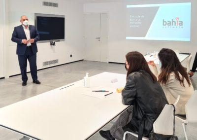 Martín Gómez, Socio e Director de Bahía Software, explicando a los alumnos de MASCOMEX el Plan de Internacionalización de su empresa en Alemania