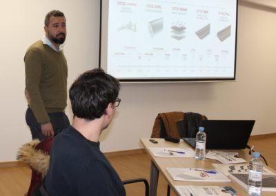 D. José López, Export Manager, durante sus explicaciones a los alumnos de MASCOMEX
