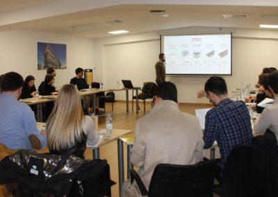 Los alumnos de MASCOMEX en la sala de Juntas de la empresa escuchando a D. José López, Export Manager de STAC