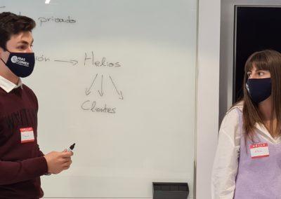 David Rodríguez y Alba Conde explican sus propuestas al plan de BAHIA SOFTWARE.