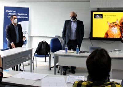 De izquierda a derecha, D. José Antonio Álvarez, Director Comercial de PET SELECT, D. Luis R. Martínez, Director General de PET SELECT y D. Miguel Otero, Director de MASCOMEX