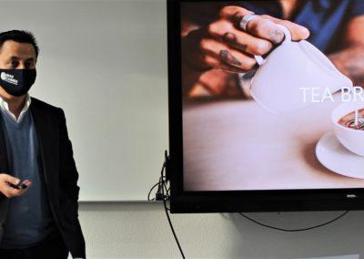 D. José Antonio Álvarez, Director Comercial de PET SELECT durante su exposición a nuestros alumnos
