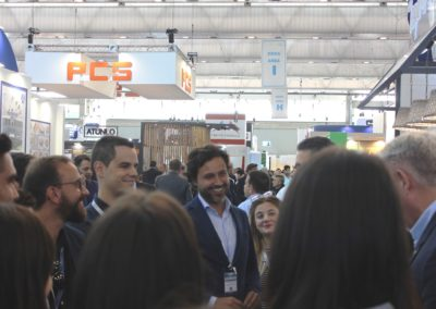 D. Juan García-Bobadilla, Director Corporativo de Desarrollo de Negocios del Grupo NUEVA PESCANOVA, alumno de MASCOMEX en la promoción 2001-2002 saludando a los alumnos.