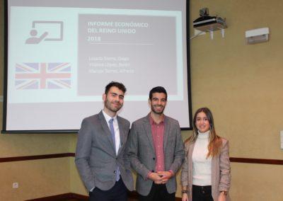 Diego Losada, Alfredo Marcos y Belén Vilaboa miembros del equipo que analizó la economía de Reino Unido