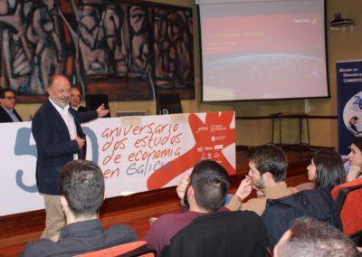 D. Víctor Moneo, Director de Ventas de América Latina y Acuerdos Comerciales Institucionales de Iberia y British Airways, durante la exposición a los alumnos de MASCOMEX.