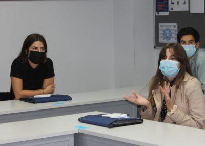 Una alumna de la promoción 2020-21 durante su presentación a sus compañeros