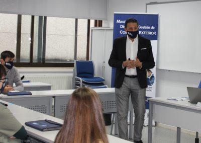 El director de MASCOMEX, Miguel Otero, durante la presentación del master a los alumnos de la nueva promoción