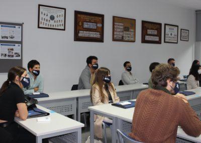 Los alumnos de la XXX promoción de MASCOMEX durante la exposición de la coordinadora de MASCOMEX, Araceli Otero.