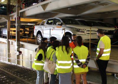 Los alumnos de MASCOMEX al bordo de un buque Ro Ro con Israel Cea, Jefe de Operaciones de la Delegación de Vigo de NOATUM